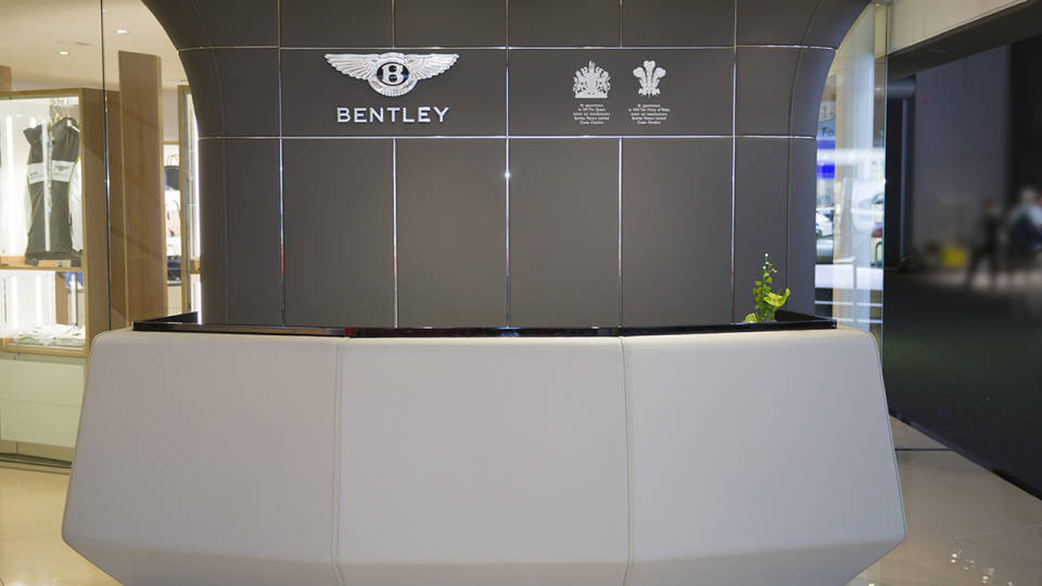 008Bentley_Automotive_Geneva_Stand-md
